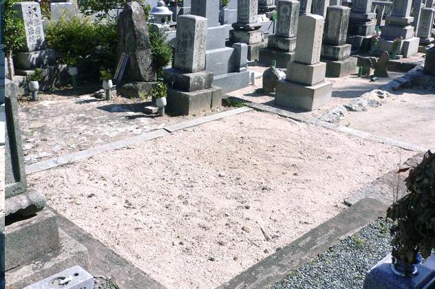 写真:御建墓地